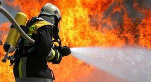 В Грязинском районе ночной пожар уничтожил жилой дом, есть пострадавший