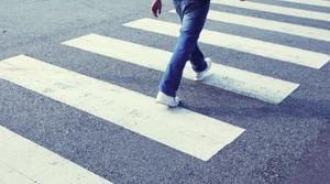 В Курске неизвестный автомобиль сбил пешехода, водитель скрылся