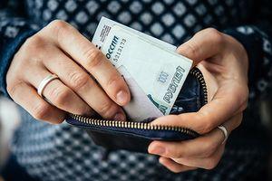 В Липецке торговый представитель потратил деньги работодателя