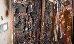 В Воронежской области спасатели спасли 10 человек из горящего дома