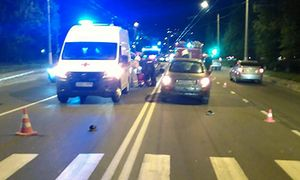 В Курске молодого парня на пешеходном переходе сбила машина