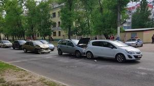 В Воронеже на улице Богдана Хмельницкого произошло массовое ДТП
