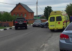 """В Белгороде столкнулся """"Nissan Teana"""" и """"ВАЗ 2115"""", есть пострадавшие"""