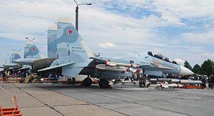 В Курске летчики-истребители провели День открытых дверей