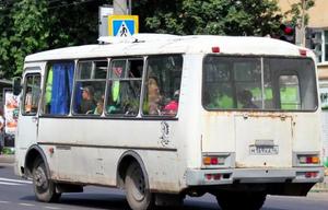 """В Курске ржавый """"Павловский автобус"""" возит людей на работу"""