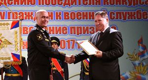Курского губернатора наградили переходящим вымпелом Минобороны