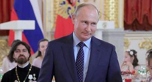 Путин дважды прервал речь в Кремле из-за плача младенца