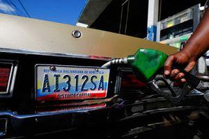 Курянам показали цены на бензин в Венесуэле, видео