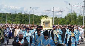 С иконой «Знамение» Курская Коренная в крестном ходе прошли тысячи верующих