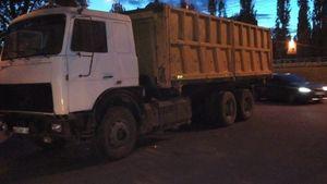 Жители Липецка жалуются на парковку большегрузов во дворах