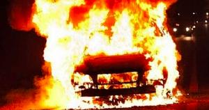 Горящий УАЗ тушили в Курской области на трассе