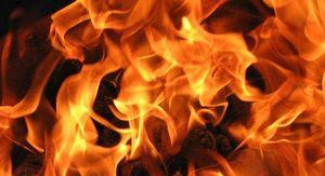 В Курской области пожар уничтожил жилой дом и гараж