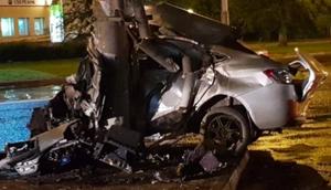 21-летний липчанин на автомобиле врезался в столб, есть жертвы