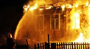 В Курчатове на пепелище сгоревшего дома нашли труп женщины