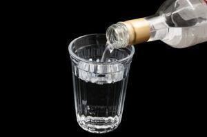 Жительница Липецка чуть не убила подругу бутылкой водки