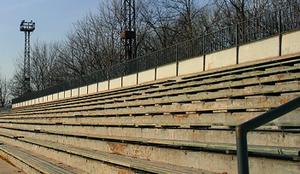 В Липецке около 21-й школы демонтировали опасные трибуны