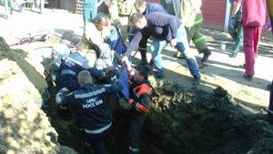 В Белгороде рабочих завалило грунтом