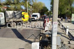 Попавший под поезд в Саратове мужчина скончался