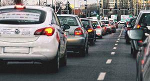 Неработающую выделенку сделали лайфхаком для объезда пробки в Воронеже