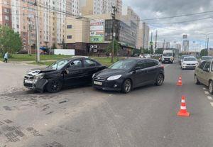 Двое человек ранены в ДТП на проспекте Клыкова в Курске