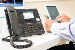 Гражданам в РФ назвали способ распознать телефонного гипнотизера