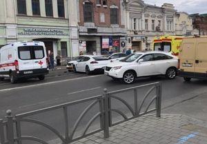В центре Екатеринбурга водитель Porsche спровоцировал массовое ДТП