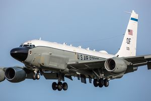 У побережья Крыма разведывательный Boeing RC-135W ВВС США на 2 часа пропал со спутников