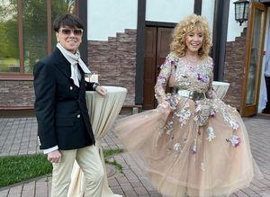 Пугачева пришла на празднество 50-летия Орбакайте в созданном Юдашкиным платье принцессы