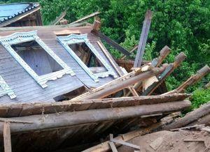 Три дома рухнули в овраг из-за схода грунта в деревне Нижегородской области