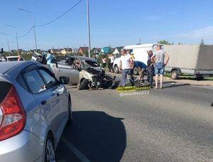 Жесткое ДТП с краном-манипулятором произошло на Змеиногорском тракте в Барнауле