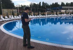 В Саратове 8-летний мальчик попал в реанимацию, едва не утонув в бассейне «Тау Парка»