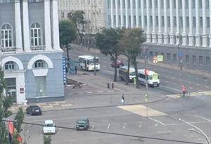 В Курске напротив мэрии человек лежал на тротуаре 20 минут в ожидании скорой