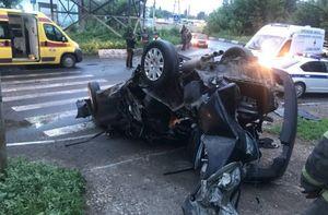 Пьяный водитель иномарки протаранил опору ЛЭП в Заводском районе Саратова