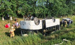При опрокидывании пассажирского автобуса в Краснодарском крае пострадали 7 человек