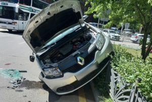 Два человека ранены в ДТП с Renault и BMW на перекрестке в Воронеже