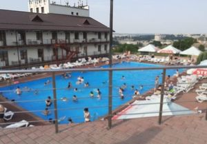 В бассейне отеля в Саратове едва не утонул ребенок