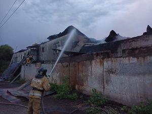 Крупный пожар ликвидировали в пекарне в Оренбурге