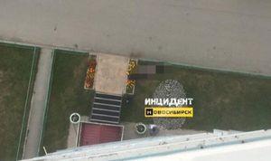 В Новосибирске 24-летний парень погиб при падении из окна 9-го этажа