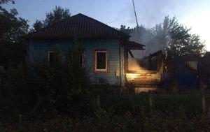 В ночном пожаре под Курском пострадала 35-летняя женщина
