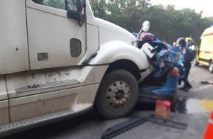 Один человек погиб и трое пострадали в аварии с большегрузами под Воронежем