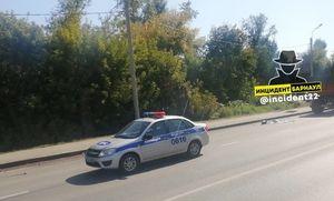 В Барнауле на переходе КамАЗ с прицепом сбил трех женщин, две из них погибли