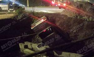 В Курске легковушка упала в Теплый канал, двое человек ранены