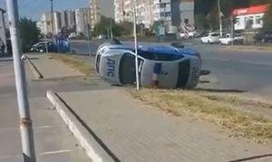 В Таганроге машина ДПС опрокинулась после ДТП