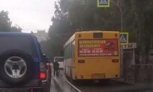 Пассажирский автобус сбил пожилую горожанку на пешеходном переходе в Барнауле