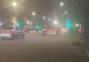 В центре Воронежа неизвестные устроили драку со стрельбой прямо на проезжей части