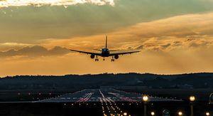 Летевший на Урал самолет совершил экстренную посадку в Сочи из-за смерти пассажирки