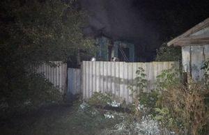 Два человека погибли при пожаре в частном доме в Саратовской области