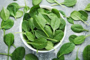 Добавление шпината в рацион может снизить риск развития рака толстой кишки