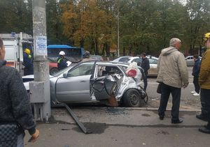 Водитель и пассажирка пострадали в столкновении иномарок на «Универмаге» в Кемерове