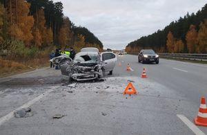 Автомобиль загорелся после ДТП на трассе под Екатеринбургом, погиб ребёнок
